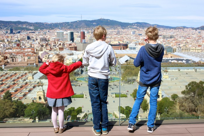 Children-looking-over-Barcelonajpg