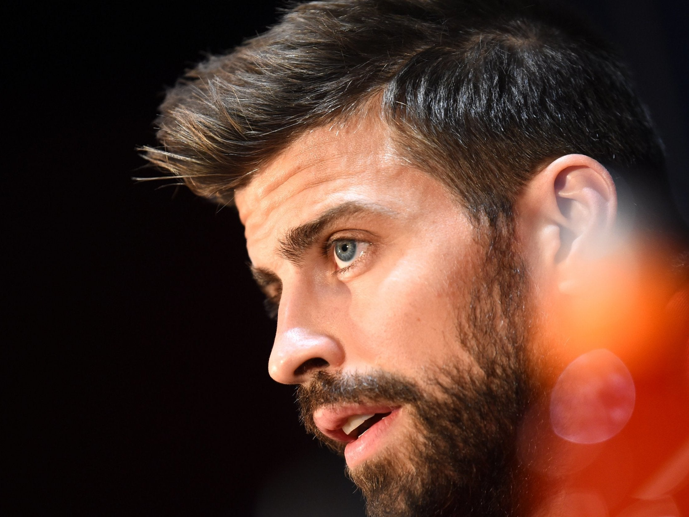 Gerard-Pique-is-aware-of-the-threat-Man-United-posejpg