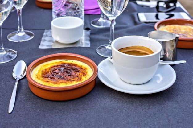 postre-crema-catalana-cafe-barcelona-espana_1268-3347jpg