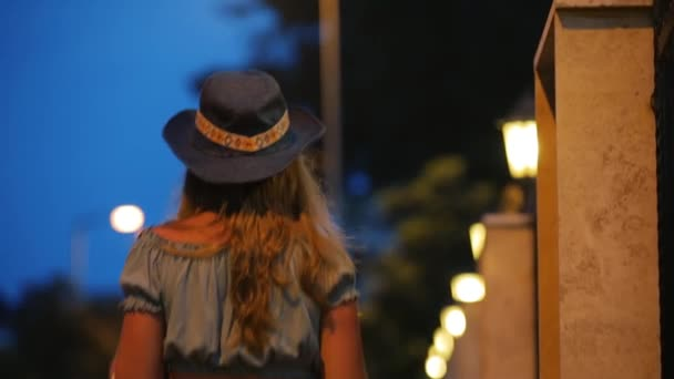 depositphotos_197364670-stock-video-young-woman-in-hat-gojpg