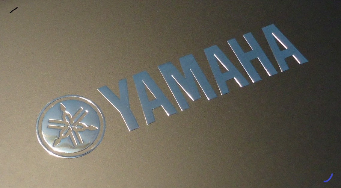 YAMAHA nalepka Metal Edition 60 x 14 mm chrom