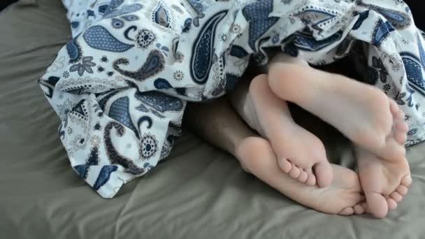 depositphotos_190560978-stock-video-closeup-young-beautiful-loving-couplejpg